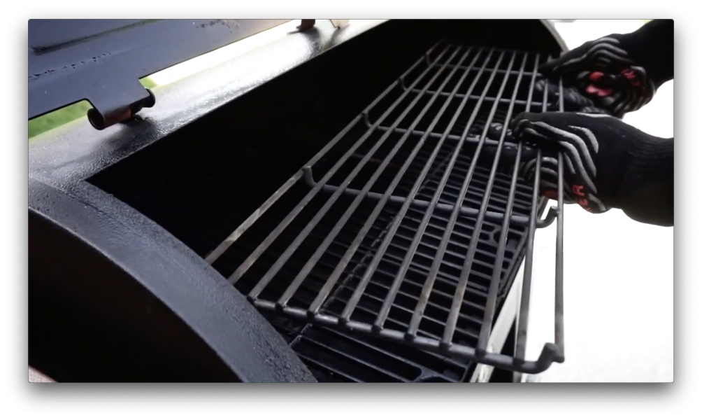 cooking grates of Pit Boss Austin XL