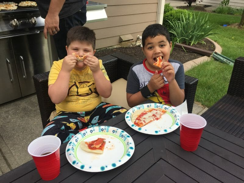 family grilled pizza party