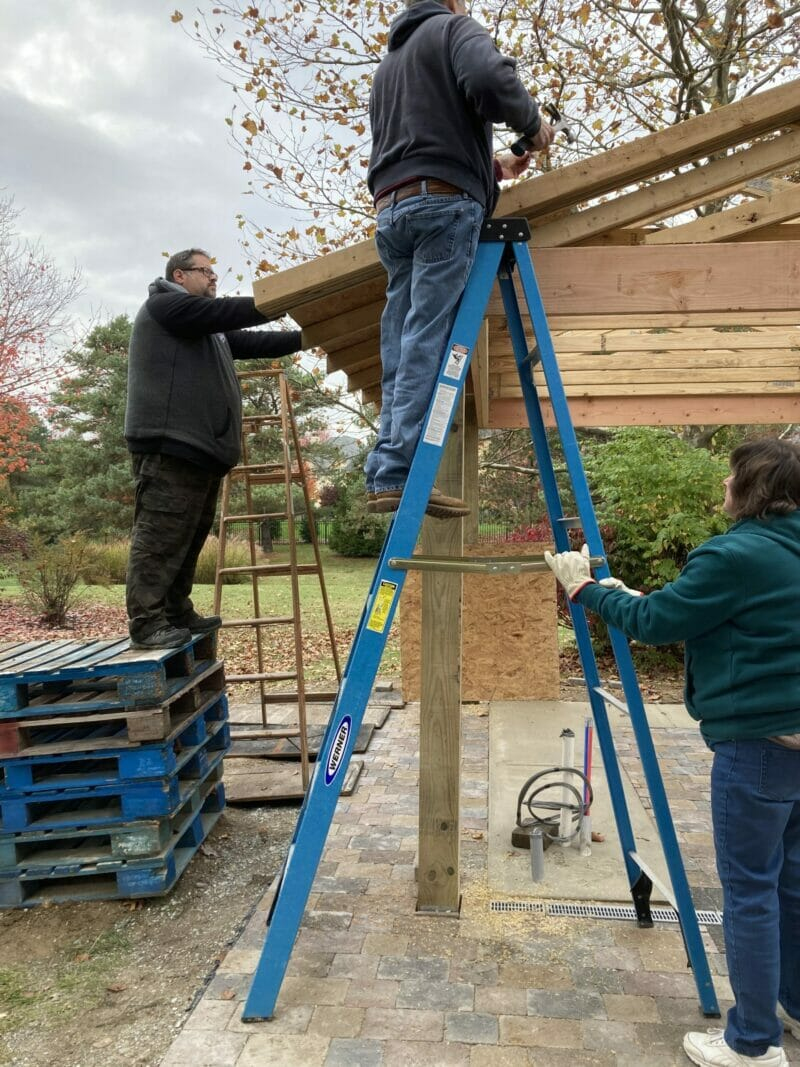 building the roof of the pavilion